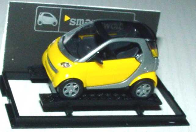 Foto 1:87 MCC Smart City-Coupé gelb/silber Werbemodell Busch 0013097V001000000