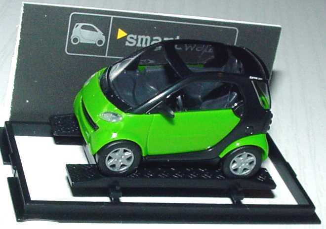Foto 1:87 MCC Smart City-Coupé maigrün/schwarz Werbemodell Busch 0013097V001000000