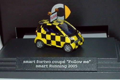 Foto 1:87 MCC Smart Fortwo Follow Me - Smart Running 2005 Marathon Werbemodell Busch Q0021181V00100000000