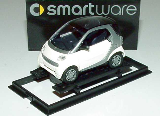 Foto 1:87 MCC Smart Fortwo ice-white Werbemodell Busch 0013097V002000000