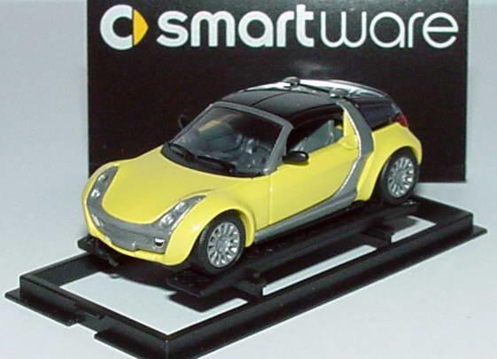 Foto 1:87 MCC Smart Roadster Coupé shine-yellow, Scheinwerfereinfassung silbergrau Werbemodell Busch 0013097V003000000