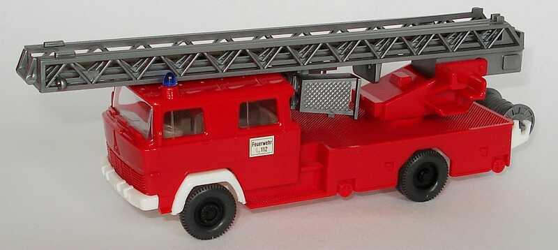 Foto 1:87 Magirus Drehleiter DL 30 Feuerwehr rot, klare Verglasung, Version 3 Wiking 620