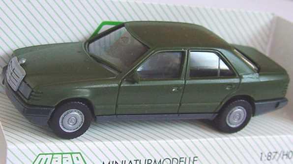 Foto 1:87 Mercedes-Benz 300E (W124) Militär olivgrün Maag 700337