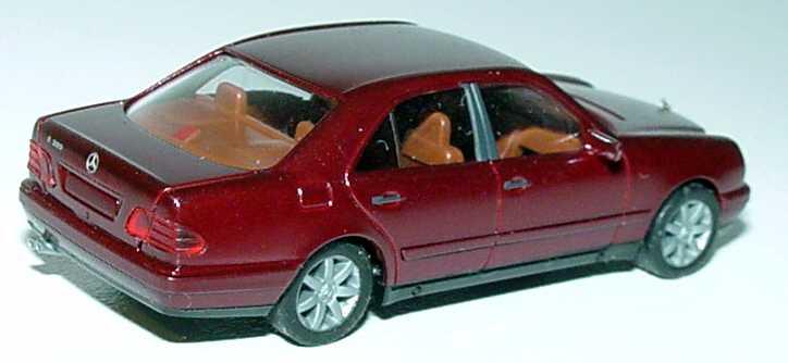 Foto 1:87 Mercedes-Benz E 320 Avantgarde (W210) rubinrot-met. mit Sportfelgen und Sportausp. (Umbau) herpa