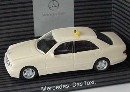 Foto 1:87 Mercedes-Benz E 320 Facelift (W210) Taxi Mercedes. Das Taxi. Werbemodell herpa