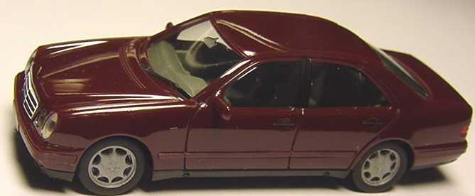 Foto 1:87 Mercedes-Benz E 320 (W210) dunkelweinrot herpa 021814