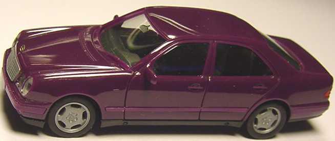 Foto 1:87 Mercedes-Benz E 320 (W210) violett herpa 021814