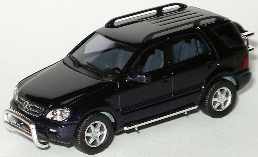 Foto 1:87 Mercedes-Benz M-Klasse facelift W163 MOPF dunkelblau-met. mit Rammschutz - Busch B66961329