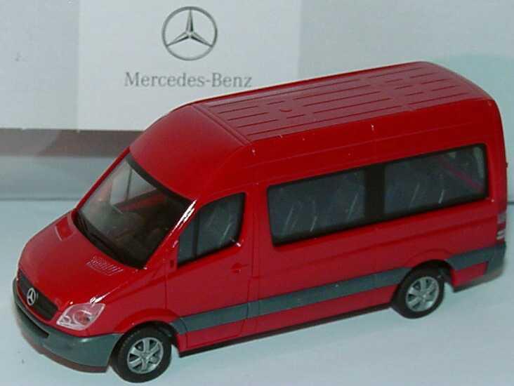 Foto 1:87 Mercedes-Benz Sprinter 2006 Bus Hochdach hibiskusrot Werbemodell herpa B66000755