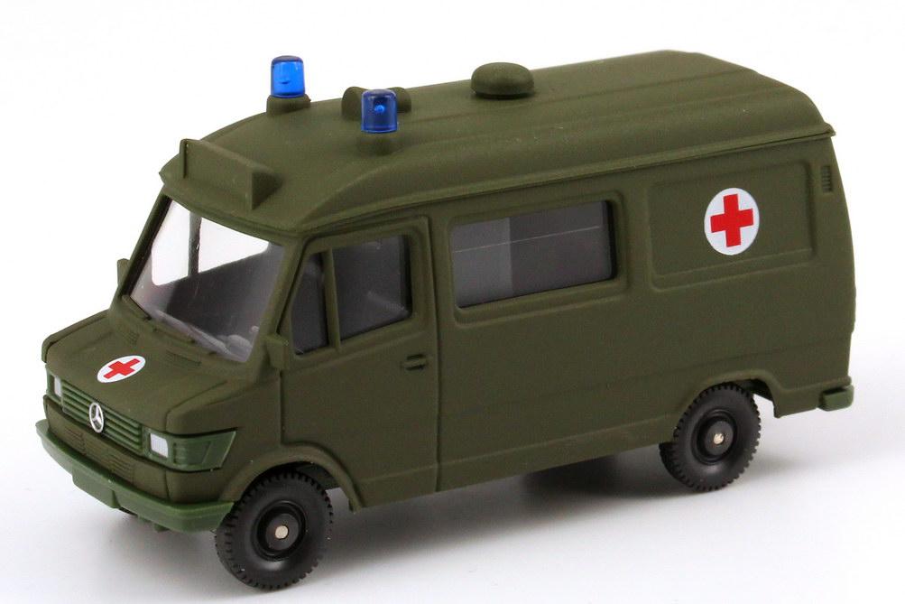 Foto 1:87 Mercedes-Benz 207D Rettungswagen kurz Militär matt-olivgrün Wiking 69605