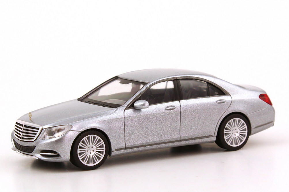 Foto 1:87 Mercedes-Benz S-Klasse 2013 Langversion (V222) diamant-silber-met. Werbemodell herpa B66960151
