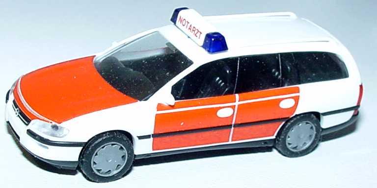 Foto 1:87 Opel Omega Caravan GL Notarzt herpa 042420