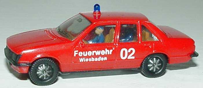 Foto 1:87 Opel Rekord Feuerwehr Wiesbaden 02 mit Insassen herpa 4053/1