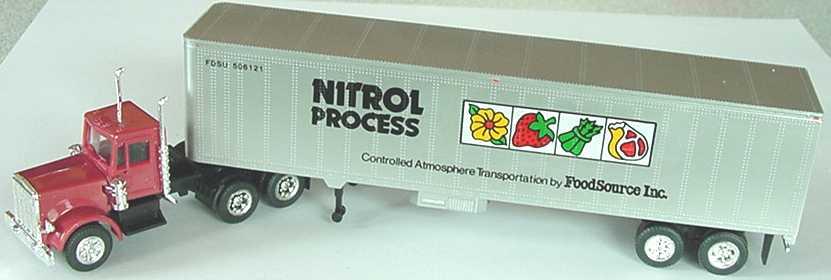 Foto 1:87 Peterbilt CON (K) 40KüKoSzg 3/2 Nitrol Process, FoodSource herpa 141352