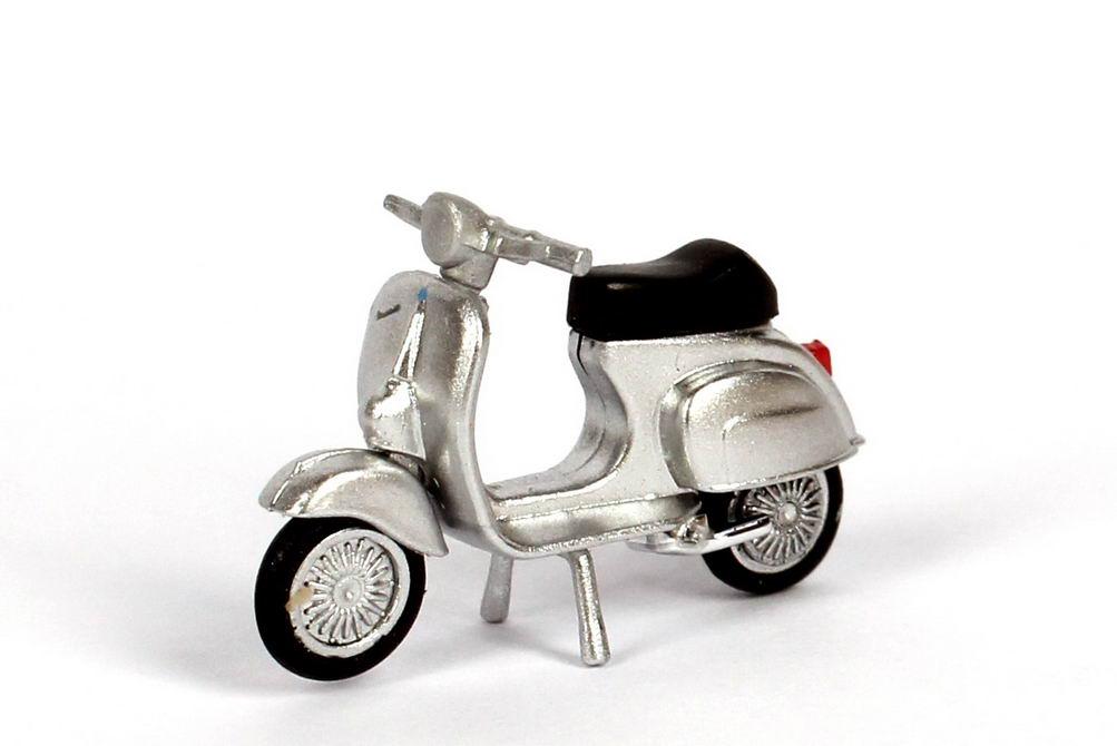 Foto 1:87 Piaggio Vespa 50R Motorroller silber-met. herpa 053143