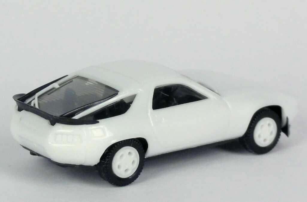Foto 1:87 Porsche 928S weiß (Telefonfelgen in Wagenfarbe) herpa 2025