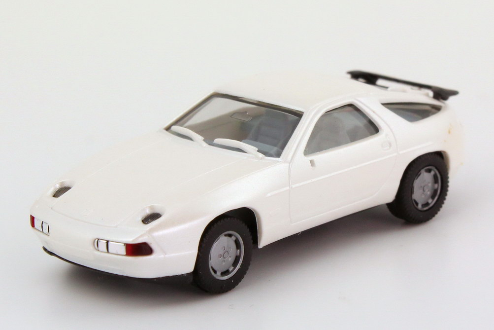 Foto 1:87 Porsche 928 S4 permutt-weiß-met. - herpa 3071