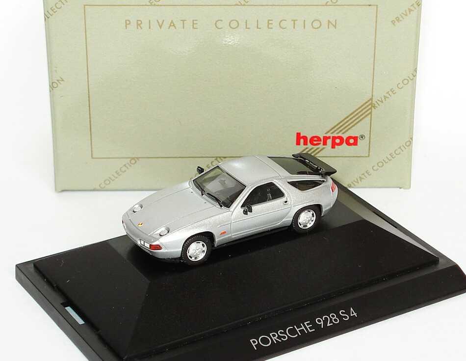 Foto 1:87 Porsche 928 S4 silber-met. herpa 30071