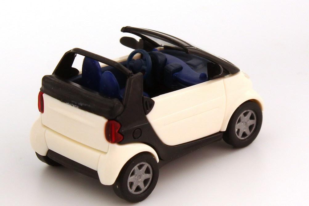 Foto 1:87 Smart Cabrio weiß/schwarz, Sitze blau Busch 48970