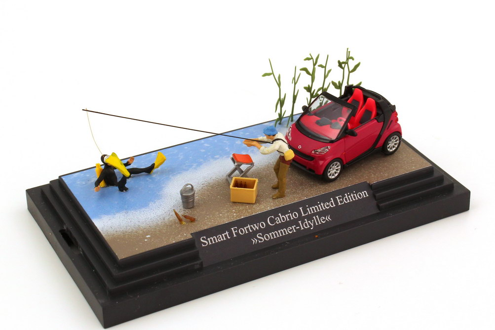 Foto 1:87 Smart Fortwo II Cabrio (A451) pink in Minidiorama Sommer-Idylle Busch 46173