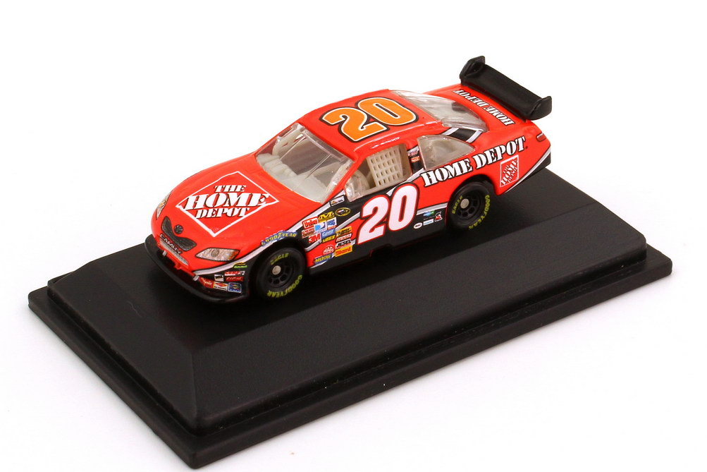 Foto 1:87 Toyota Camry NASCAR 2008 Joe Gibbs Racing, Home Depot Nr.20, Tony Stewart Winners Circle 70528