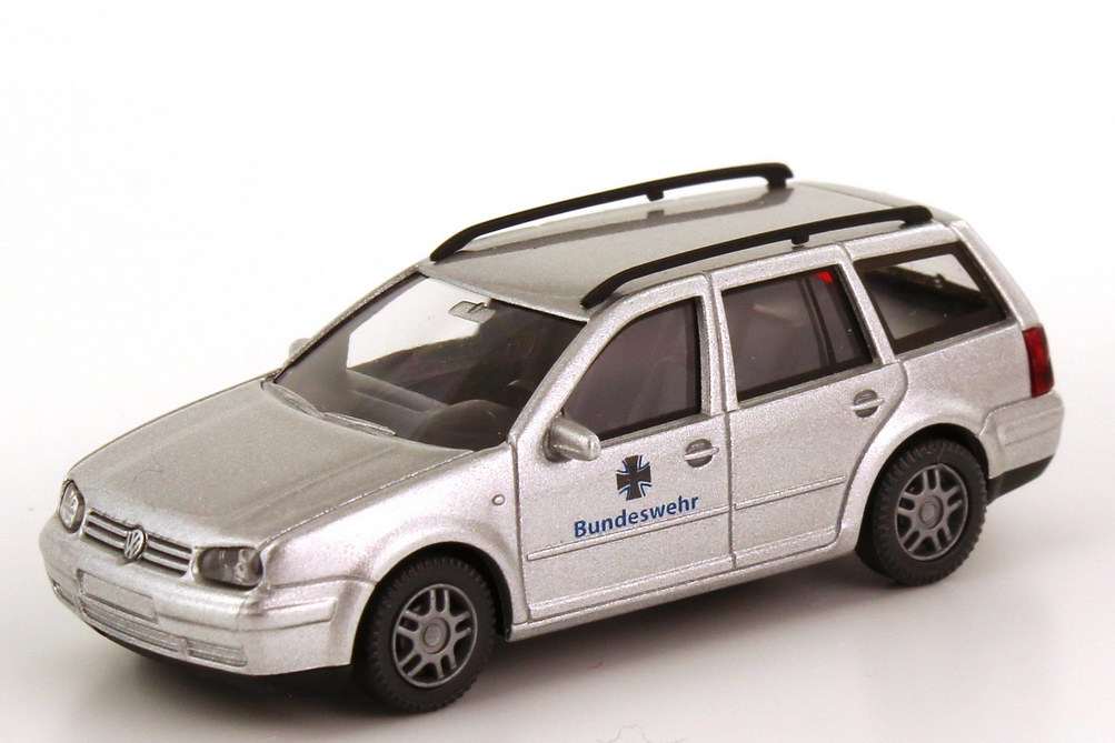 reputable site 511b6 25560 VW Golf IV Variant Bundeswehr silber-met. Wiking 69622 in ...