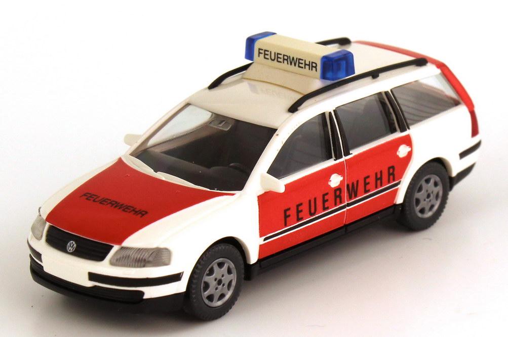 Foto 1:87 VW Passat Variant (Typ B5) Feuerwehr weiß/rot Wiking 60105