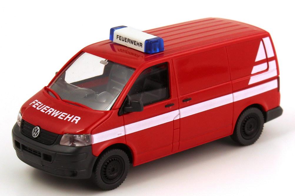 Foto 1:87 VW T5 Kasten Feuerwehr rot, weiße Streifen Wiking 60805/060805