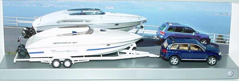 Foto 1:87 VW Touareg ravennablau-met. mit Speedboot Performance 807 Werbemodell Wiking 7L0099301A