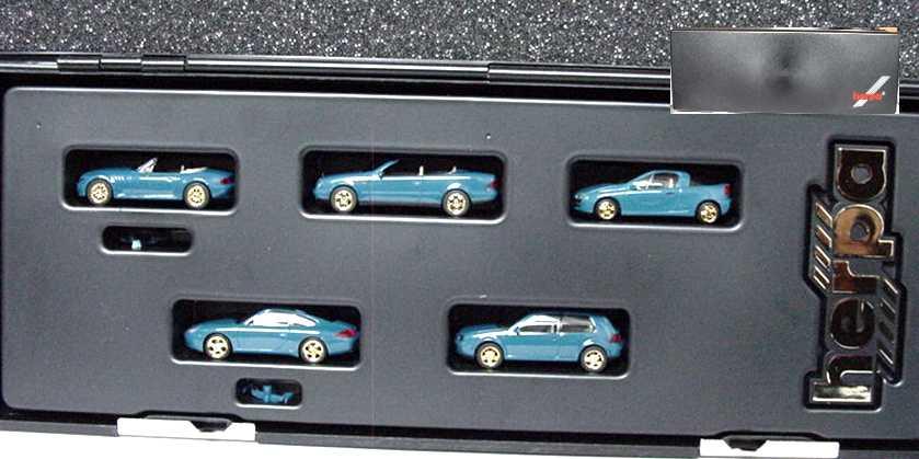 Foto 1:87 herpa Millenium-Set (BMW Z3 Facelift, Mercedes-Benz CLK, Opel Tigra, Porsche 911 (996), VW Golf IV 2türig, alle blau mit goldenen Felgen in Etui) herpa 189286